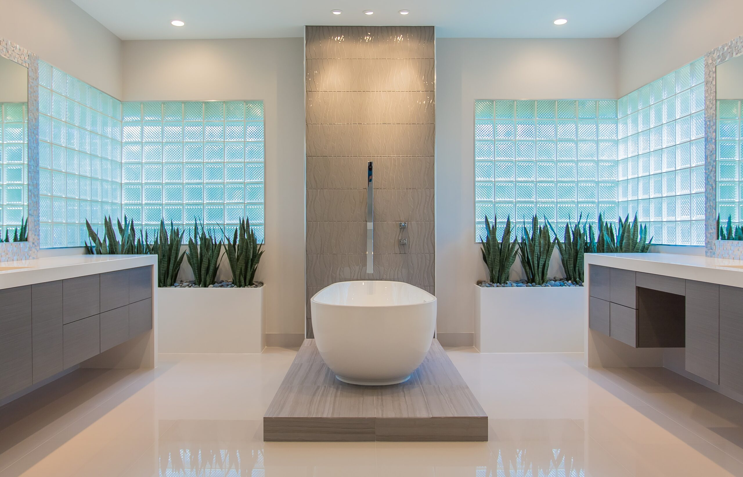 Memorial modern master bath remodel houston tx 2015 for Bathroom remodel 77084